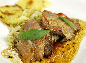 Saltimbocca von der Hirschkalbkeule mit Kastanienkraut und Kartoffelgratin
