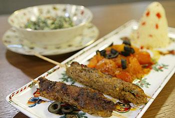 Orientalisches Faschiertes mit Couscous und Spinat
