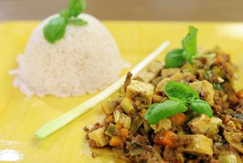 Pikanter Tofu mit Reis