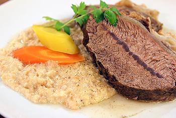 Rindfleisch auf Semmelkren