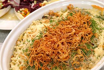 Kasnocken mit Salat
