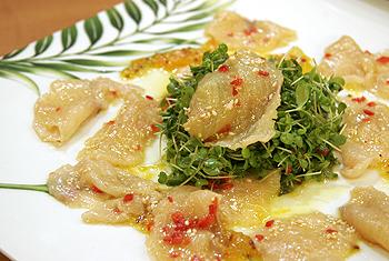 Sashimi vom Seesaibling mit Minisalat in Zitrusfruchtmarinade