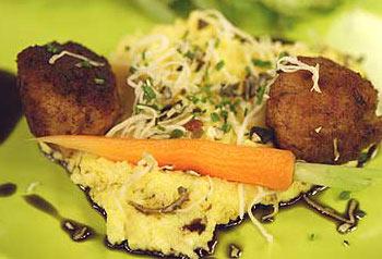 Steirerkugerln mit Schnittsalat