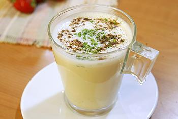Cappuccino von Creme-Champignons mit Wachtelei