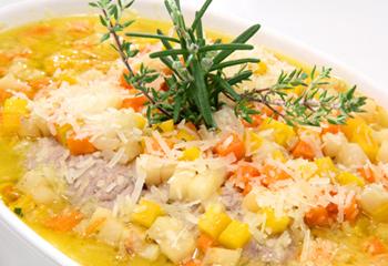 Kalbsroulade gefüllt mit Prosciutto und Zitronenrisotto auf gebratenem Radicchio