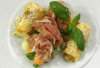 Basilikum-Melone mit Prosciutto und Parmesan-Cannelloni