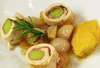 Roulade von der Hühnerbrust mit Kartoffelcrêpes