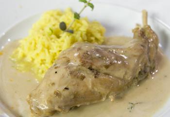 Geschmorte Kaninchenkeule mit Limetten-Curryreis