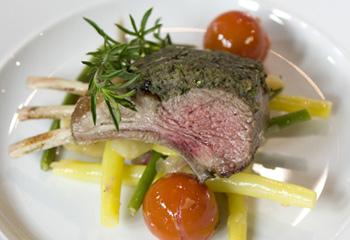 Lammkarree mit lauwarmem Bohnen-Salat