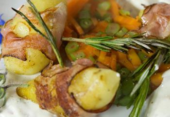 Karotten-Bohnen-Sulz mit Speckerdäpfel