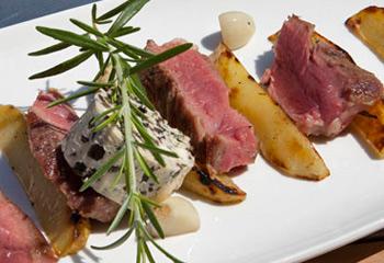 T-Bone-Steak mit Olivenbutter und Rosmarinkartoffeln