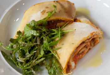 Pizzaschnecken mit Rucolasalat