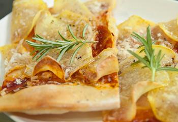 Erdäpfel-Rosmarin-Pizza
