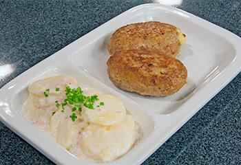 Fleischlaibchen-Cordon bleu mit Erdäpfel-Rahmsalat