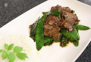 Rindfleisch mit Fisolen in scharfer schwarzer Bohnensauce