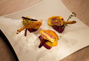 Gefüllte gebackene Lammkoteletts mit Urkarotte Foto: © ORF/Interspot