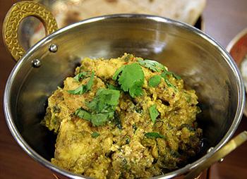 Kaschmir-Huhn mit Basmatireis und Chapati