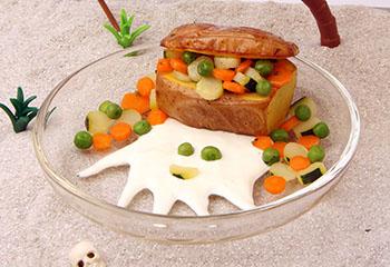 Schatzkiste mit Gemüsetalern und Krakendip