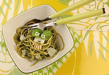 Grünes Spaghetti-Monster mit selbstgemachtem Basilikum-Pesto