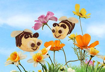 Süße Biskuit-Bienen