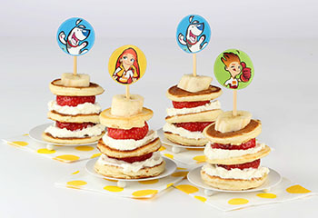 Pancake-Spieße mit Topfen und Erdbeerfülle