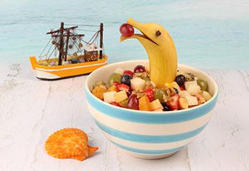 Obstsalat mit Bananendelfin