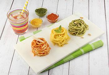 Pasta-Ampel mit Paradeiser-, Paprika- und Basilikum-Pesto