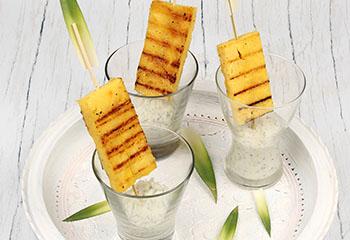 Ananas-Lollis mit Minz-Dip
