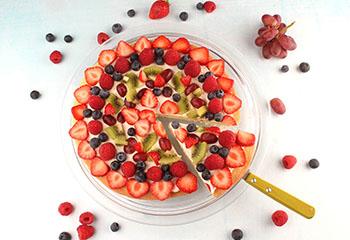 Obstpizza mit bunten Früchten