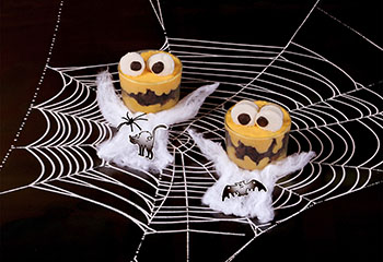 Monsterpudding mit Marshmallow-Augen