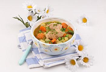Bio-Frühlingssuppe mit Dinkelgrießnockerl