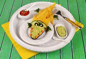Kroko-Nachos mit Avocado-Dip