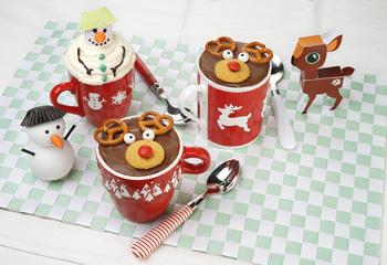 Rentier- und Schneemann-Verzierung für deinen Tassenkuchen