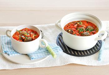 Bio-Fleisch-Bällchen in Tomatensauce