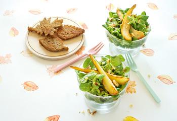 Herbstsalat mit knusprigen Blätter-Croûtons