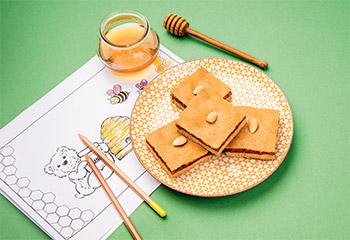 Honigkuchen mit Kirschfüllung