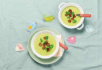 Vogerlsalat-Suppe mit Croutons