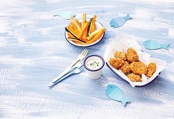 Lachs-Nuggets mit Gemüsesticks und Sauce tartare