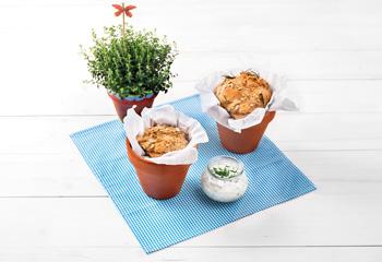 Bio-Dinkel-Topfen-Brot mit Kräuteraufstrich