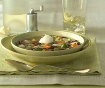 Gemüsesuppe mit Nudeln für Kinder