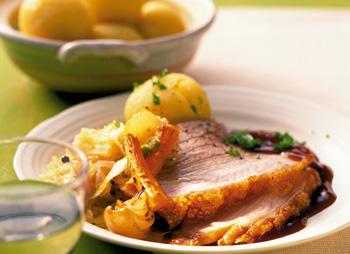 Schweinsbraten mit Sauerkraut und Waldviertler Knödel
