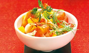 Paradeiser-Mango Salat mit  Mozzarella
