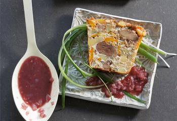 Gemüseterrine mit Rotweinsauce