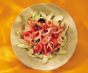 Salat mit Parma-Schinken, Avocados und Champignons