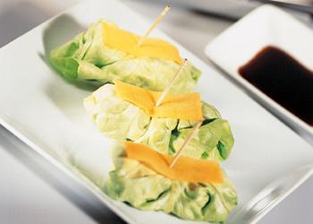 Salatpäckchen mit Thunfischfüllung