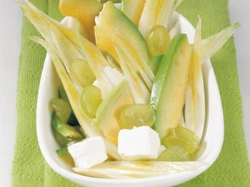 Lauwarmer Fenchel-Avokadosalat mit Schafskäse und Trauben