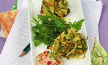 Zucchini-Erdäpfelpuffer mit buntem Dip