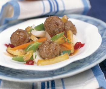 Fleischbällchen mit Preiselbeer-Gemüse