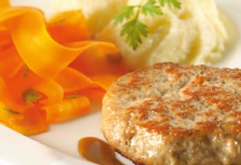 Kalbsbutter-Schnitzel mit Sellerie-Püree und Karotten