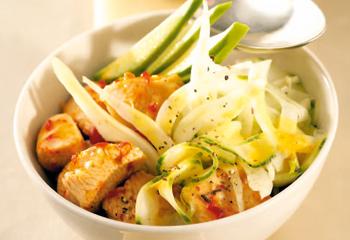 Gurken-Fenchelsalat mit Putenfleisch und Currydressing